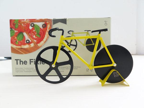 Pizzafahrrad mit gelbem Rahmen und schwarzen Rädern